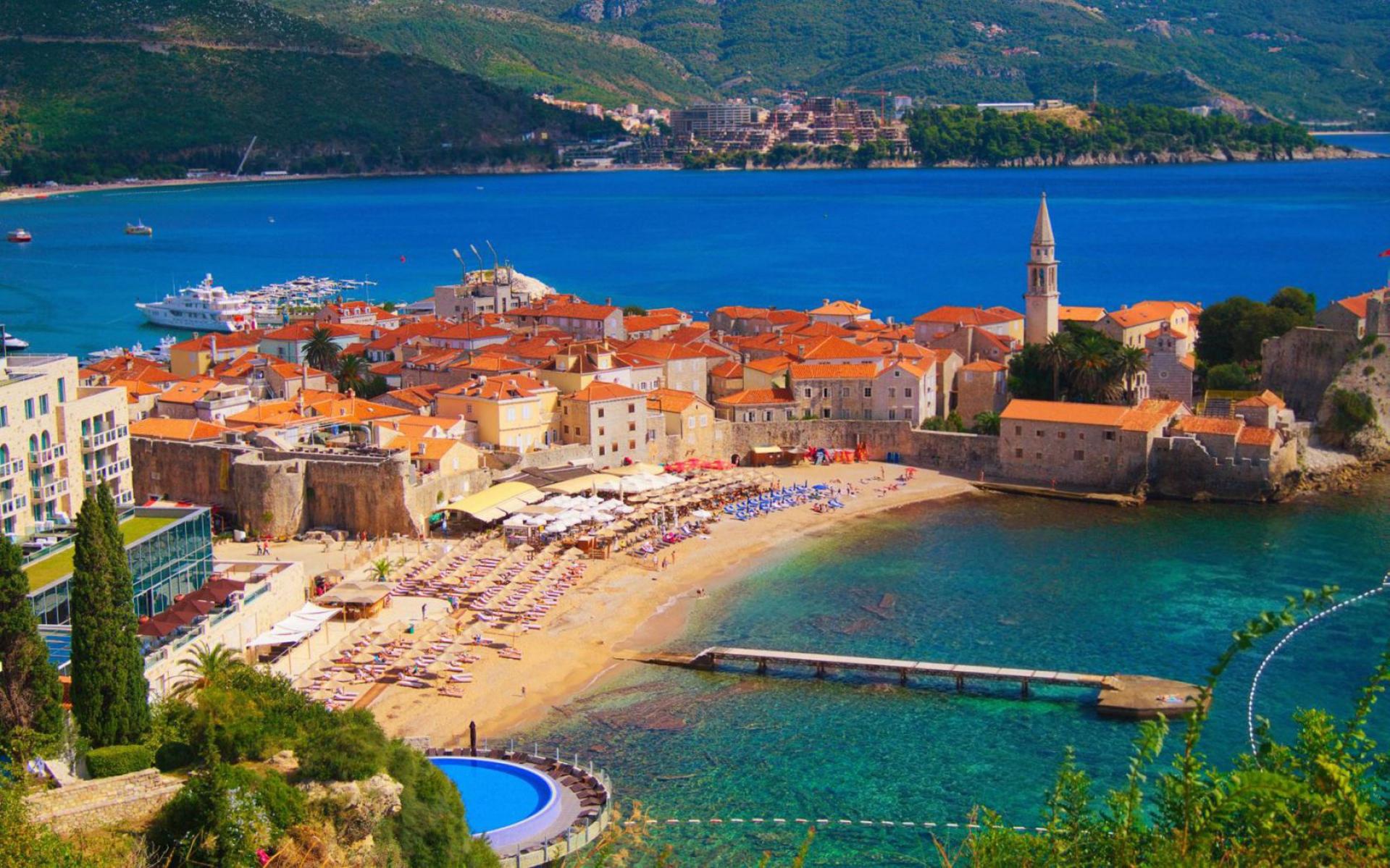 Майски празници в Будва от Варна