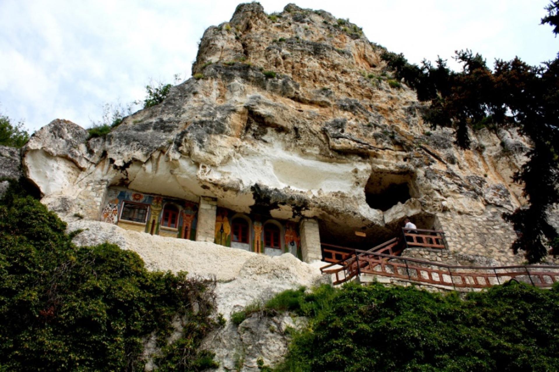Свещарска гробница - Ивановски скални църкви - Крепостта Червен